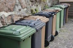 Baldes do lixo em seguido Fotografia de Stock Royalty Free