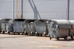 Baldes do lixo em seguido Imagens de Stock Royalty Free