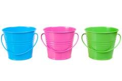 Baldes verdes, azuis e cor-de-rosa, cubetas Fotos de Stock Royalty Free