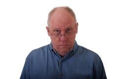balding голубой человек джинсовой ткани более старый стоковые фотографии rf