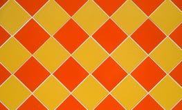 Baldosas cerámicas amarillas y anaranjadas Foto de archivo