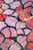 Baldosas cerámicas irregulares del color rojo y rosado imágenes de archivo libres de regalías
