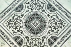Baldosas cerámicas, textura-gris inconsútil cuadrado oscuro, baldosas Dibujos de monogramas Adorno oriental Tonos ligeros y oscur Imagen de archivo