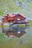 Balea瑞士山中的牧人小屋 库存照片