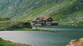 Balea瑞士山中的牧人小屋 图库摄影