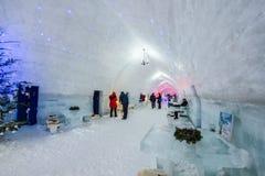 BALEA, ΡΟΥΜΑΝΊΑ - 27 Ιανουαρίου 2017 - ξενοδοχείο πάγου στην παγωμένη λίμνη Balea στα βουνά Fagaras, Ρουμανία Στοκ Φωτογραφίες