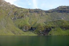 Balea See in Rumänien lizenzfreies stockbild