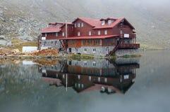 Balea See und Hütte. Stockfoto