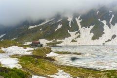 Balea sjö, Fagaras, Rumänien Fotografering för Bildbyråer