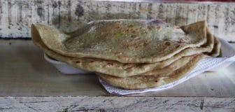 Baleadas op een markt met bonen en room wordt gevuld die stock afbeelding