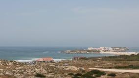 Balealbaai en Baleal-Landengte met Baleal-dorp, Peniche, Portugal Royalty-vrije Stock Foto