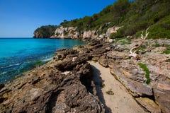 Balearic medelhavs- för Cala Macarella Menorca turkos Arkivfoto