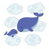Baleias bonitos dos desenhos animados - mãe e bebê nas nuvens Fotos de Stock Royalty Free