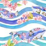 Baleias em flores cor-de-rosa nas ondas, listras Teste padrão sem emenda watercolor imagem de stock royalty free