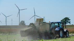 Baler на haymaking стоковые изображения rf