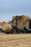 baler som flyttar traktoren Royaltyfria Foton