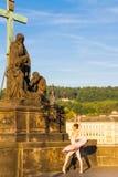 Balerina na Charles moscie w Praga, republika czech 08 08 2017 Zdjęcie Stock