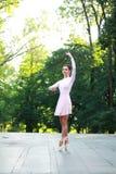 Balerina tanczy outdoors Zdjęcia Royalty Free