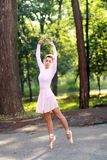 Balerina tanczy outdoors Obraz Stock