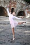 Balerina tanczy outdoors Zdjęcia Stock