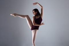Balerina taniec w ciemności Fotografia Stock