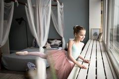 balerina trochę Śliczni mała dziewczynka sen zostać baleriną obraz royalty free