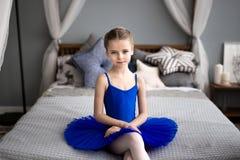 balerina trochę Śliczni mała dziewczynka sen zostać baleriną obrazy royalty free