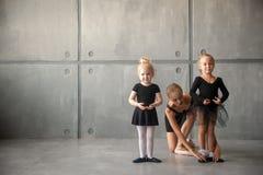 Balerina uczy dziewczyny Zdjęcia Royalty Free