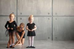 Balerina uczy dziewczyny Fotografia Stock