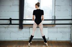 Baleriny pozycja na poite w balet klasie Obraz Stock