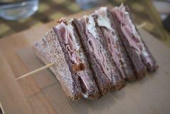 Baleron i serowa kanapka zdjęcie royalty free