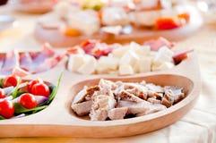 Baleron, ser, salami, prosciutto i czereśniowi pomidory, zdjęcia royalty free