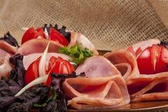 Baleron z pomidorami i sałatką Zdjęcie Royalty Free
