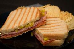 Baleronu i pastrami panini z czochra układami scalonymi Fotografia Stock
