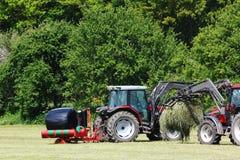 bales оборачивать сена Стоковое фото RF