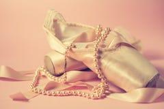 Baletniczy pointe buty na różowym tle Obrazy Royalty Free