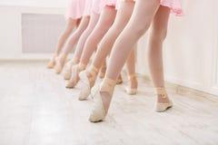 Baletniczy tło, młody balerin trenować Obraz Royalty Free