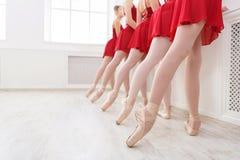 Baletniczy tło, młody balerin trenować Zdjęcie Royalty Free