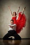 Baletniczy tancerz i łaciński tancerz mieszamy style wpólnie Fotografia Royalty Free