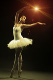 Baletniczy tancerzna scenie Fotografia Royalty Free