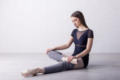 Baletniczy tancerz na stażowych procesach obraz stock