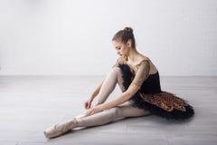Baletniczy tancerz w pięknej sukni zdjęcia stock