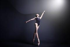 Balett i mörkret Arkivfoto
