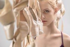 Balettdansör- och pointeskor Arkivfoton