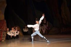 BalettdansörAleksandr Stoyanov dans under balett Corsar Arkivfoton