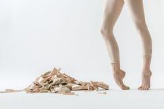 Balettdansörben och pointeskor Royaltyfria Bilder