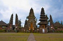 Bali świątynna budowa w tradycyjnej architekturze zdjęcie stock