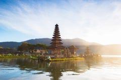 bali Индонесия Известное место на острове Бали, виске на озере стоковая фотография