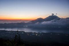 Bali Batur wulkanu widoku Jeziorny zmierzch Gunung Agung Zdjęcie Royalty Free
