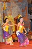bali dansarelegong Arkivbilder